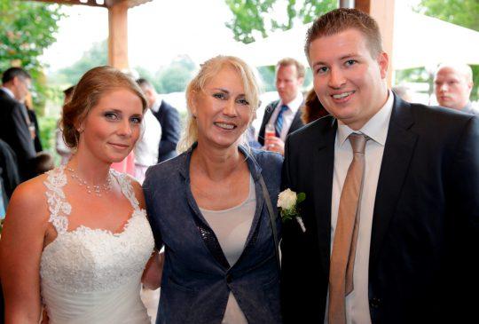 Freie Traurednerin Katja Noerenberg mit Brautpaar in Kamp Lintfort