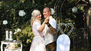 Hochzeitstanz im Garten - Eva Berten Photography