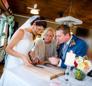 Brautpaar mit Traurednerin Katja Nörenberg Düsseldorf - Fotografie Anne Orthen