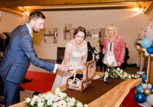 """Brautpaar legt persönliche Worte in die """"Schatzkiste"""" - Fotografie Anna Muysers"""